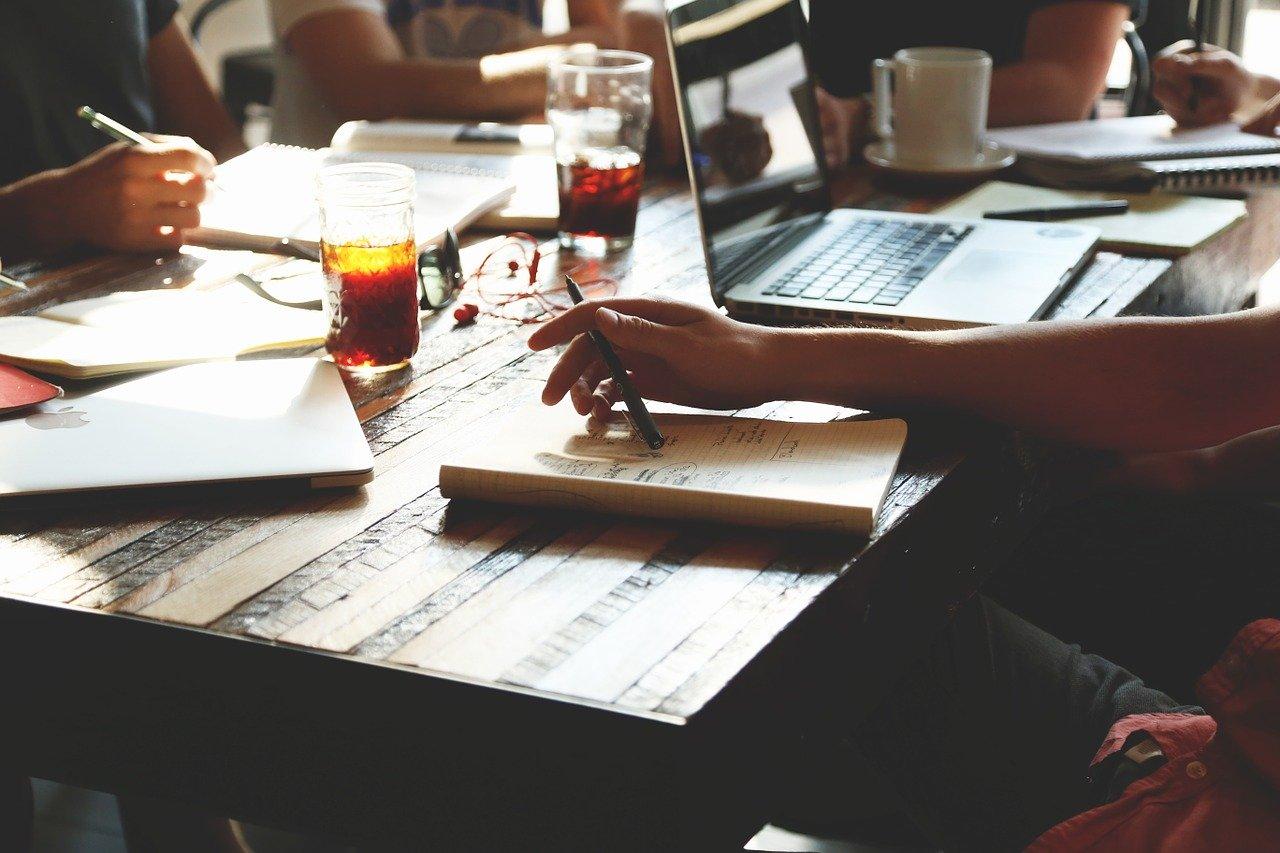 Travailler pour une petite entreprise: avantages et inconvénients